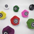 viele bunte 3D gedruckte eckig-runde Aktivlautsprecher