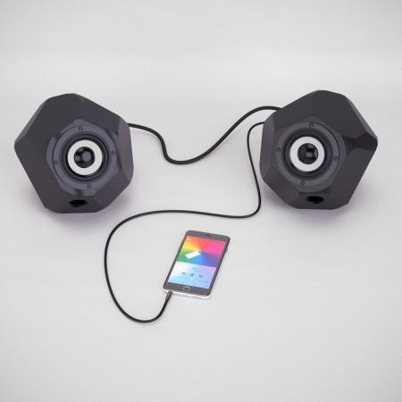 2 schwarze 3D gedruckte Aktivboxen mit iPhone