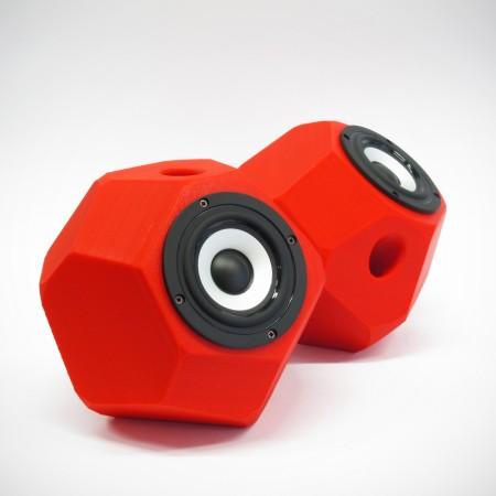 Eckig-runde aktiv Lautsprecher, 3D gedruckte Gehäuse, Breitbandlautsprecher Chassis, goldene Steckverbindungen. Farbe: rot