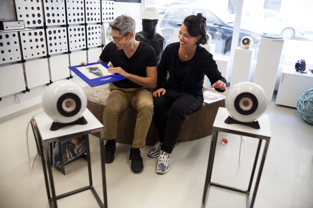 Xiane Kangela and Ronald Jaklitsch at mo° sound store Vienna laughing and listening to Scott Matthew and Augarten loudspeakers.
